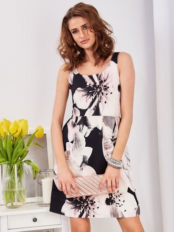 Czarna wzorzysta sukienka z zakładkami