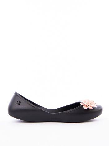 Czarne baleriny ZAXY z kwiatkami na przodzie cholewki