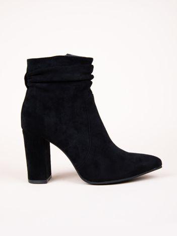 Czarne botki Ideal Shoes z marszczoną cholewką