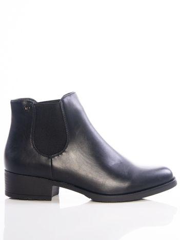 Czarne botki z przecieranym przodem i elastyczną wstawką na bokach