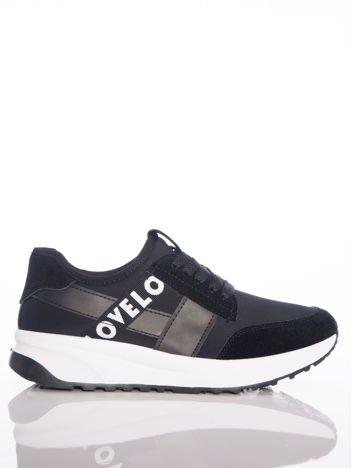 Czarne buty sportowe Rue Paris na sprężystej podeszwie z ozdobnymi napisami