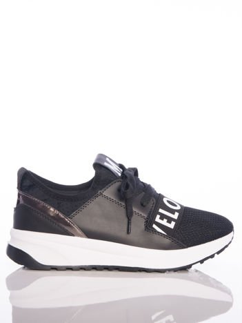 Czarne buty sportowe Rue Paris z ażurowymi wstawkami na przodzie i napisami