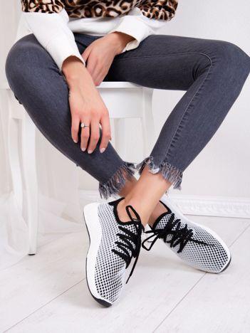 Czarne buty sportowe z ażurową białą siateczką