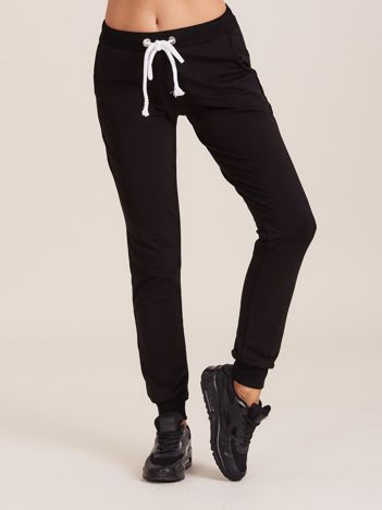 Czarne dresowe spodnie z troczkami