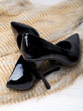 Czarne lakierowane szpilki z kwadratowym wysokim obcasem, w szpic