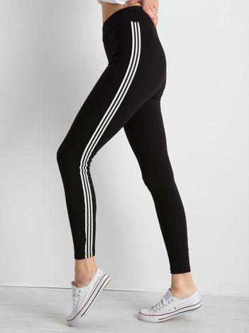 Czarne legginsy z paskami po bokach