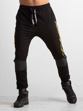 Czarne męskie spodnie dresowe z napisami