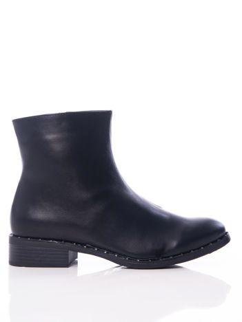Czarne półmatowe botki z wyższą cholewką i nitami dookoła podeszwy