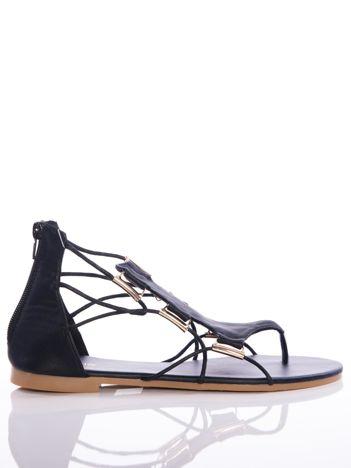 Czarne sandały Evento z ozdobnymi sznurkami i złotymi blaszkami
