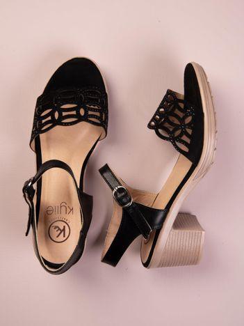 Czarne sandały Kylie z ażurowym przodem na obcasach