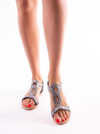 Czarne sandały z biżuteryjnym ozdobnym przodem i elastycznym paskiem na pięcie