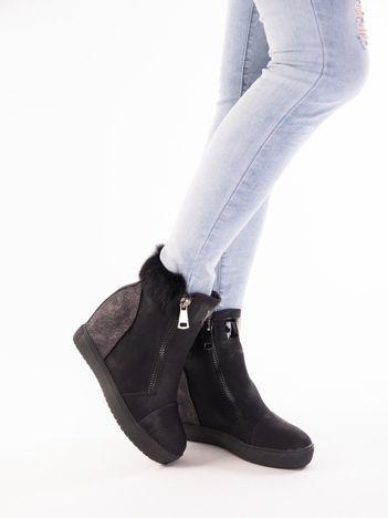 Czarne sneakersy ozdobnym futerkiem