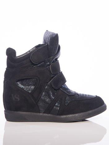 Czarne sneakersy z efektem glitter, z cholewka za kostkę i ozdobnymi przeszyciami