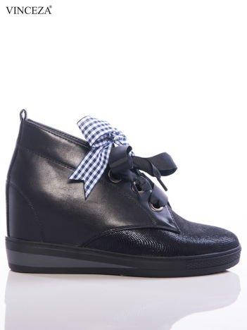 Czarne sneakresy Vinceza z ozdobnymi tasiemkami i połyskującym przodem