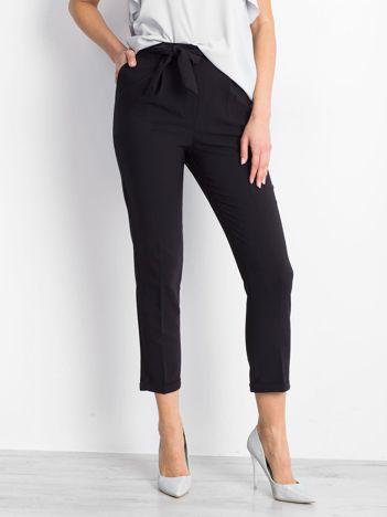 Czarne spodnie Concealing