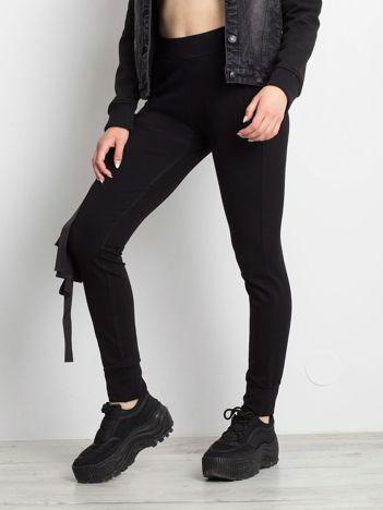 Czarne spodnie Vulnerable
