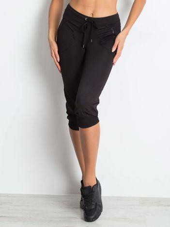 Czarne spodnie capri z kieszonką