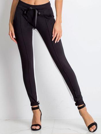 Czarne spodnie dresowe Defined
