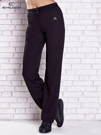 Czarne spodnie dresowe z guziczkami PLUS SIZE