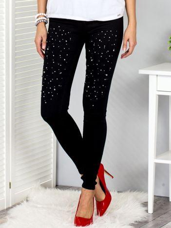 Czarne spodnie high waist z perełkami