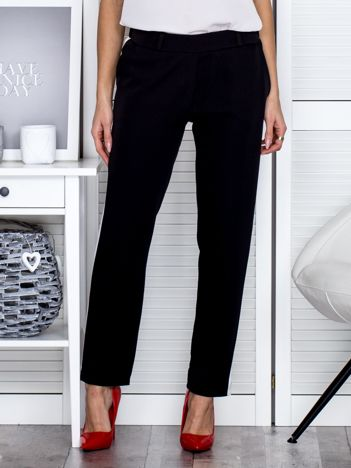 Czarne spodnie materiałowe z kontrastowymi lampasami