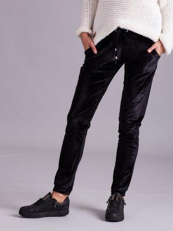 Czarne spodnie welurowe