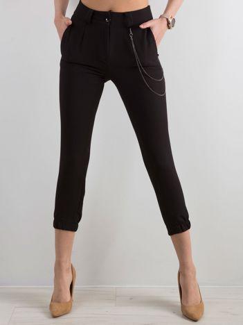 Czarne spodnie ze ściągaczem