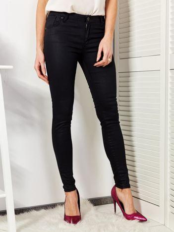 Czarne woskowane spodnie dopasowane