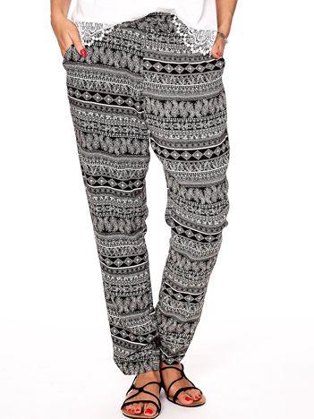 Czarne wzorzyste spodnie damskie