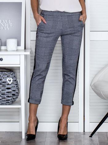 Czarno-białe spodnie w kratę