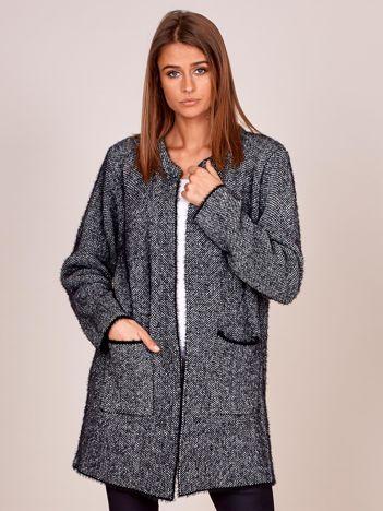 Czarno-biały długi sweter z kieszeniami