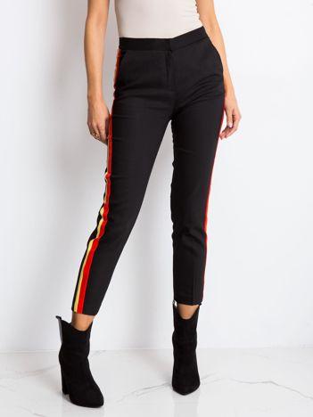 Czarno-czerwone spodnie Vince