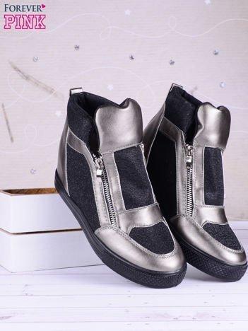 Czarno-srebrne sneakersy z suwakiem z boku, lakierowanymi wstawkami i materiełem z efektem glitter