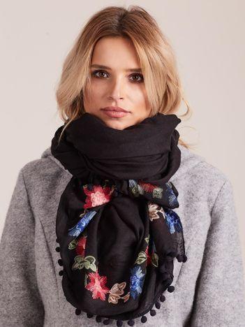 Czarny haftowany szal