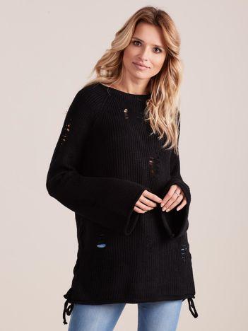 Czarny luźny sweter ze sznurowaniem i szerokimi rękawami