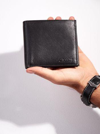 Czarny męski portfel skórzany bez zapięcia