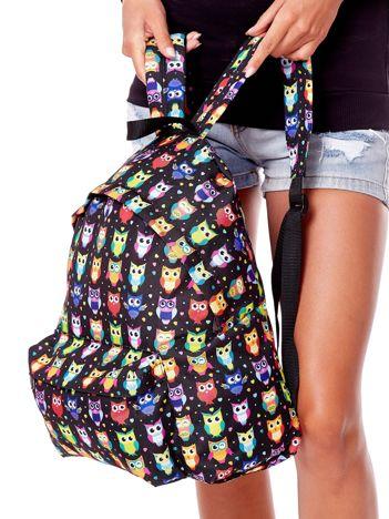 Czarny plecak w kolorowe sowy