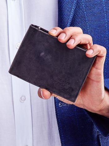 Czarny portfel dla mężczyzny ze skóry z tłoczeniem