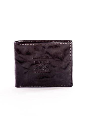 Czarny portfel męski z tłoczeniem i napisem