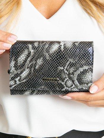 Czarny poziomy portfel skórzany we wzory