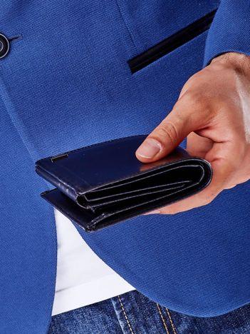 Czarny skórzany portfel męski z symetrycznymi tłoczeniami