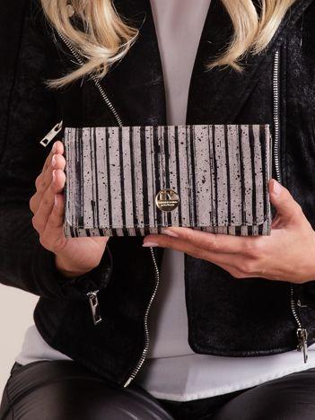 Czarny skórzany portfel w paski