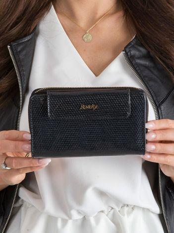 Czarny skórzany portfel z mieniącym wzorem