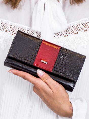 Czarny skórzany portfel z motywem animal skin