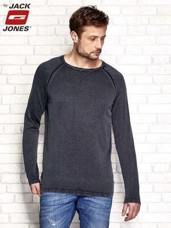 Czarny sweter męski z przeszyciami
