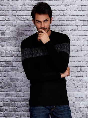 Czarny sweter męski ze wstawką we wzory