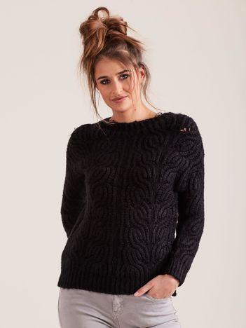 Czarny sweter o szerokim splocie