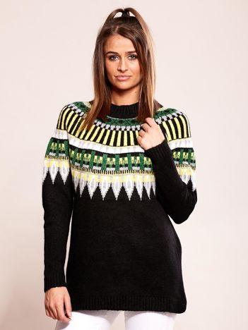 Czarny sweter w etniczne wzory