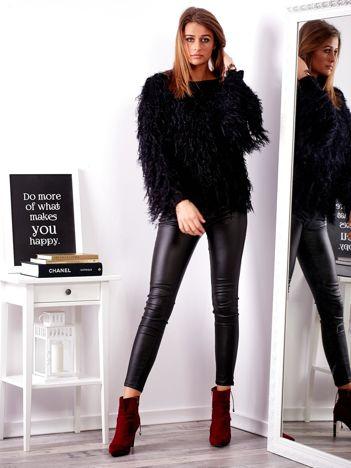 Czarny sweter z długim włosem
