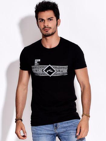Czarny t-shirt męski z poziomym nadrukiem